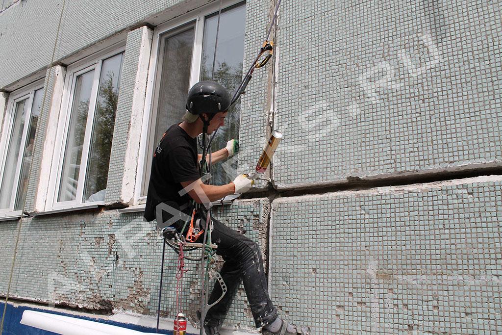 Герметизация шва между окном и стеной